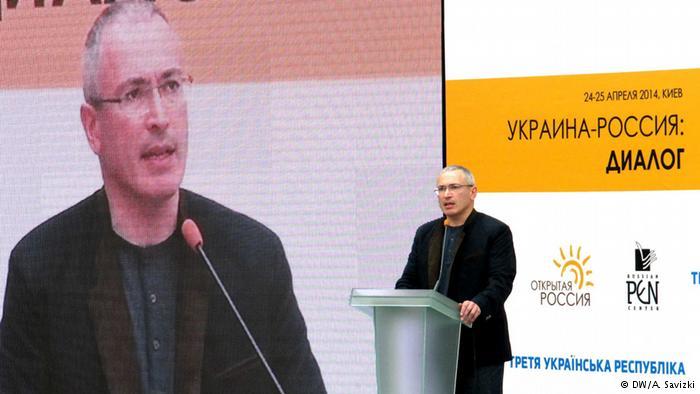 Михаил-Ходорковский-во-время-выступления-на-конгрессе.-Украина-Россия-диалог-24-апреля