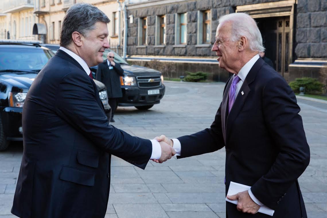 Обама поторопился поздравить Порошенко с Днем Независимости