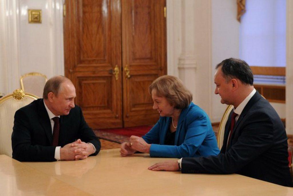 Царь Додон. Кремль готовит шампанское накануне выборов президента Молдавии
