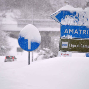 epa05728032 A road sign in the snow, near Amatrice, Italy, 18 January 2017. A great deal of snow has fallen in the area, near to Arquata del Tronto, and there are fears that earthquake damaged structures in 2016 may collapse following the heavy snowfall.  EPA/EMILIANO GRILLOTTI