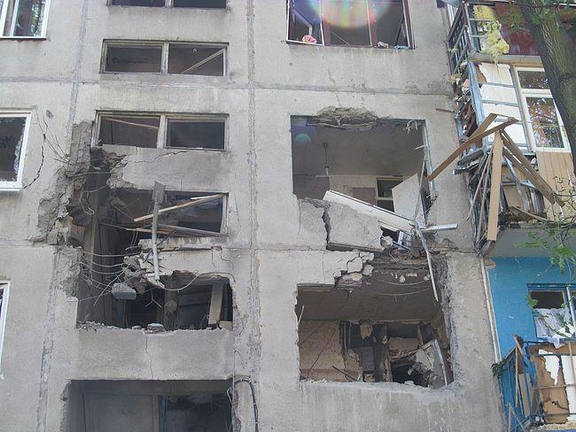 """Дом в Авдеевке, разрушенный ударом РСЗО """"Град"""" в июле 2014 года"""