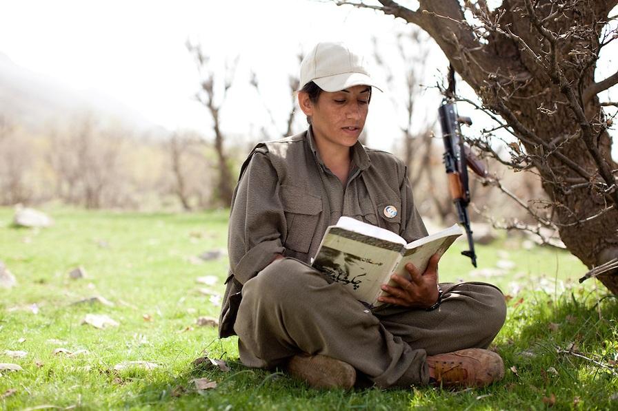 «Избавиться от мужской логики доминирования!» Как курды добились гендерного равноправия