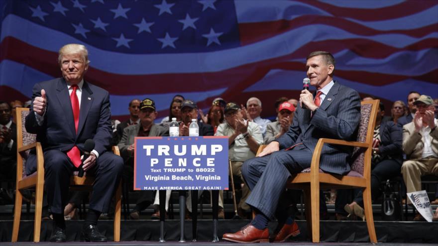 Дональд Трамп и Майкл Флинн во время предвыборной кампании
