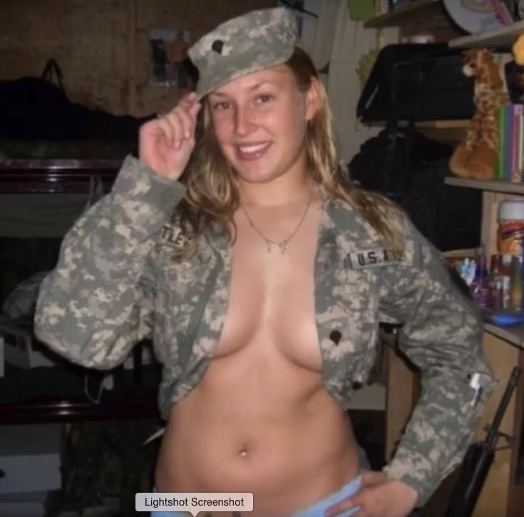ВСеть попали фотографии голых женщин-морпехов США