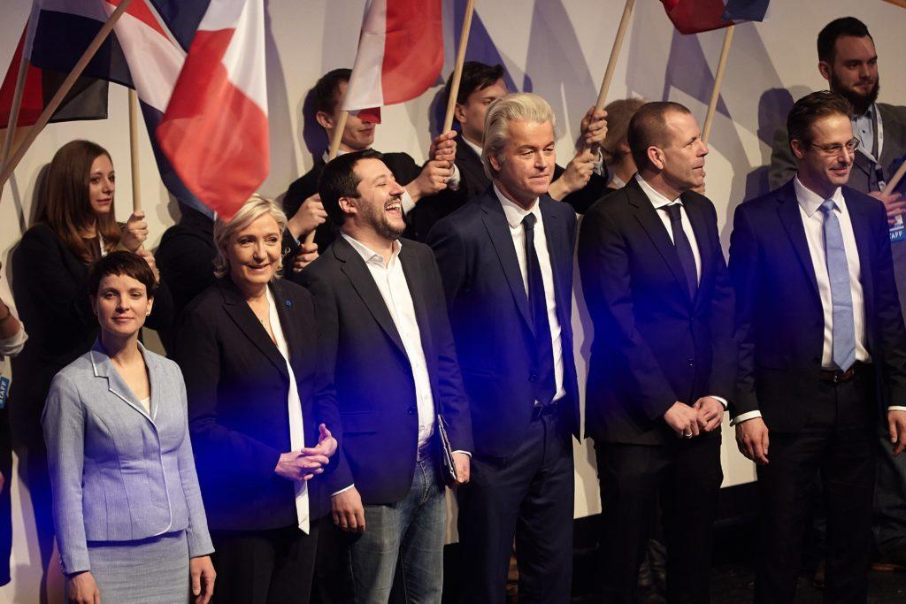 Лидеры ультраправых популистских партий Европы Фрауке Петри, Марин Ле Пен, Маттео Сальвини, Герт Вилдерс, Харальд Вилимски и Маркус Претцель на встрече в Кобленце. Январь 2027 года