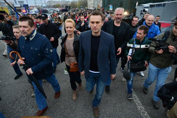 Картинки по запросу навальный на болотной