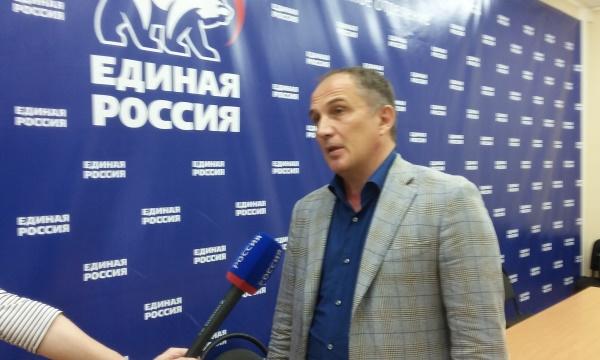 «Все было хорошо, пока не появился Навальный». Как мэрия убрала политику из повестки митинга против сноса домов