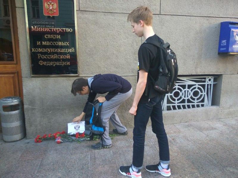 В Москве на акции «прощание с Минкомсвязи и РКН» задержан несовершеннолетний