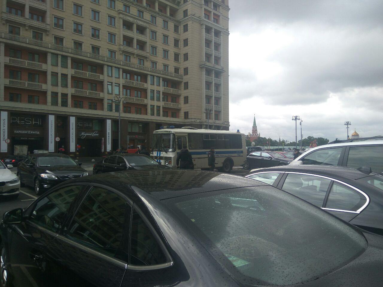 У здания Госдумы задержали участников акции против реновации