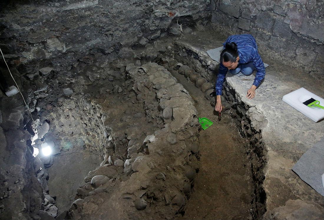 Археологи нашли под центром Мехико башню из черепов