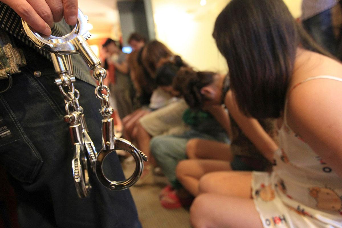 рабство молодая попала в