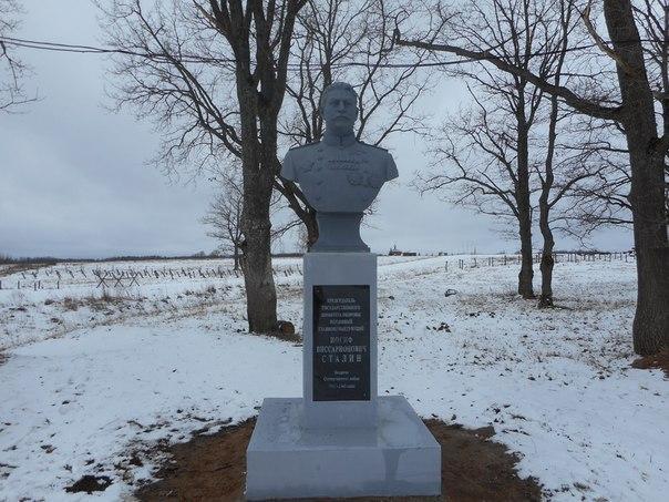 Сталин на парковке, мясокомбинате и на костях репрессированных. Пять памятников кровавому тирану