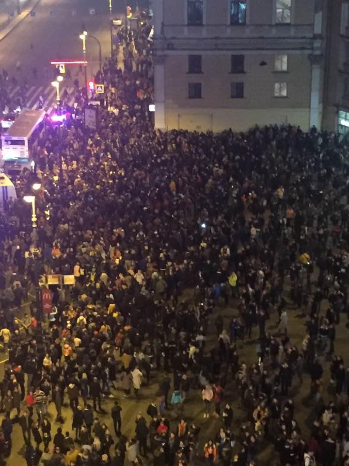 Как избивали участников митинга 7 октября в Петербурге. Людей били ногами, женщине разбили голову
