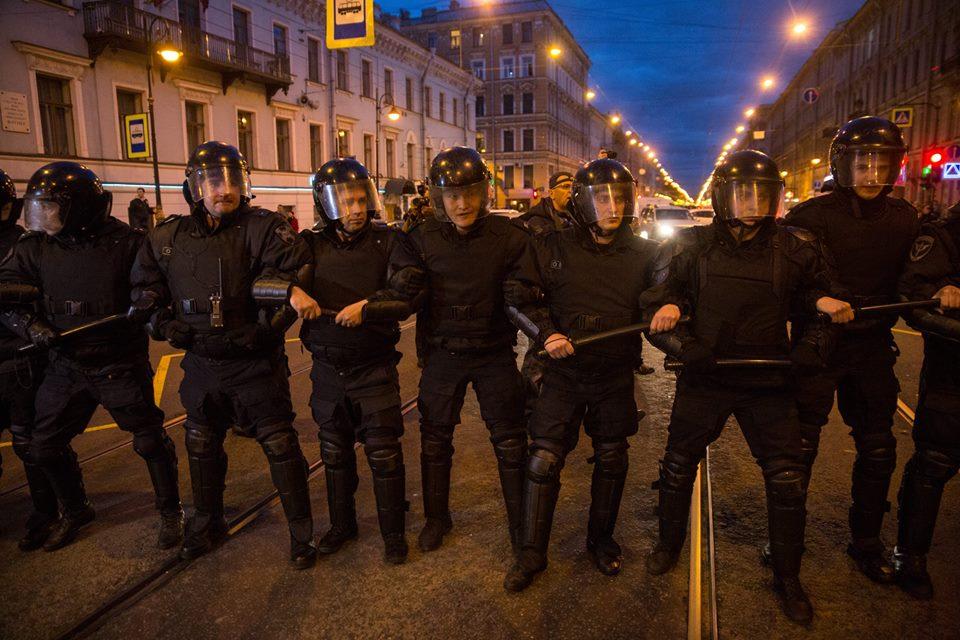 Фейк: в Петербурге женщина умерла из-за того, что скорая попала в затор, созданный сторонниками Навального