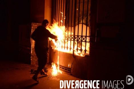 Павленский поджег Банк Франции. Его задержали