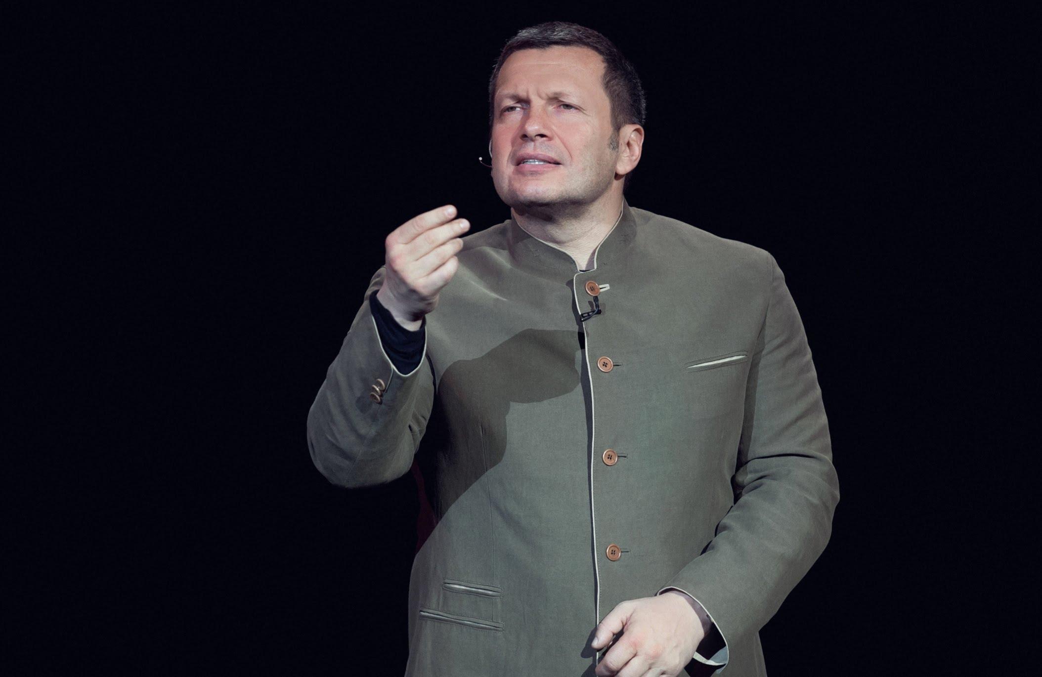 Вилла за среднюю зарплату и автореферат из твиттера. Как «Вести» защищали Мединского и Соловьева