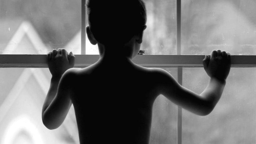 Сексуальные издевательства для семерых девок