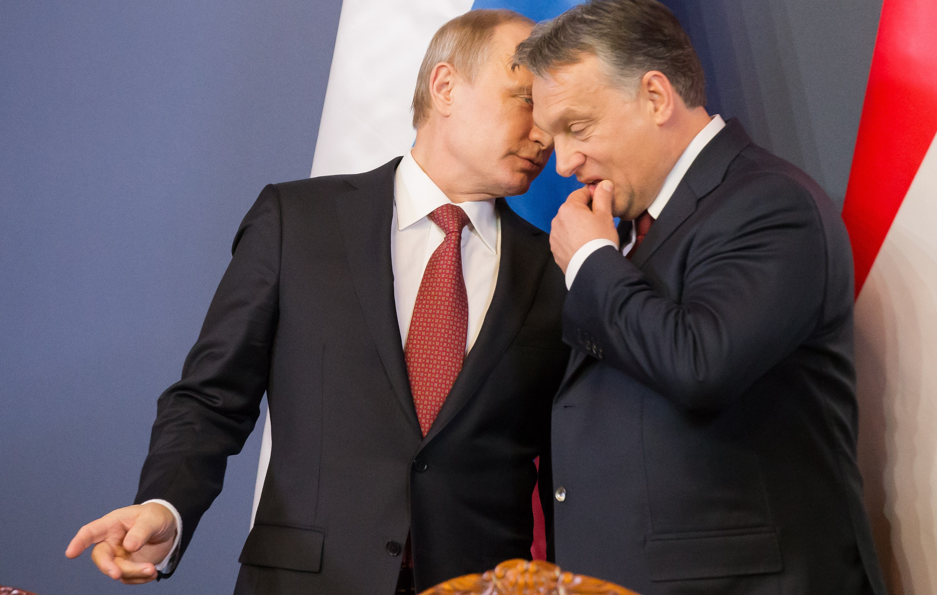 A suitcase full of cash from the Solntsevo Mafia: does Putin have a video kompromat on the Hungarian leader?