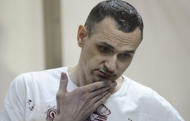 К Олегу Сенцову не пустили священника