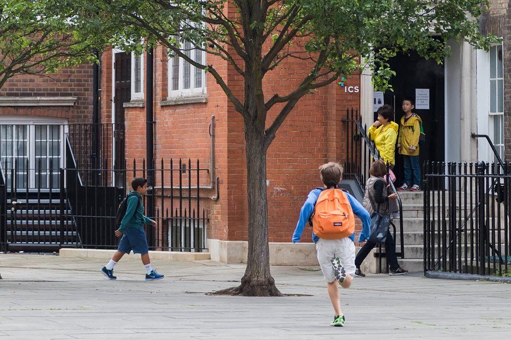 Количество российских детей, учащихся в школах Британии, упало на 40%