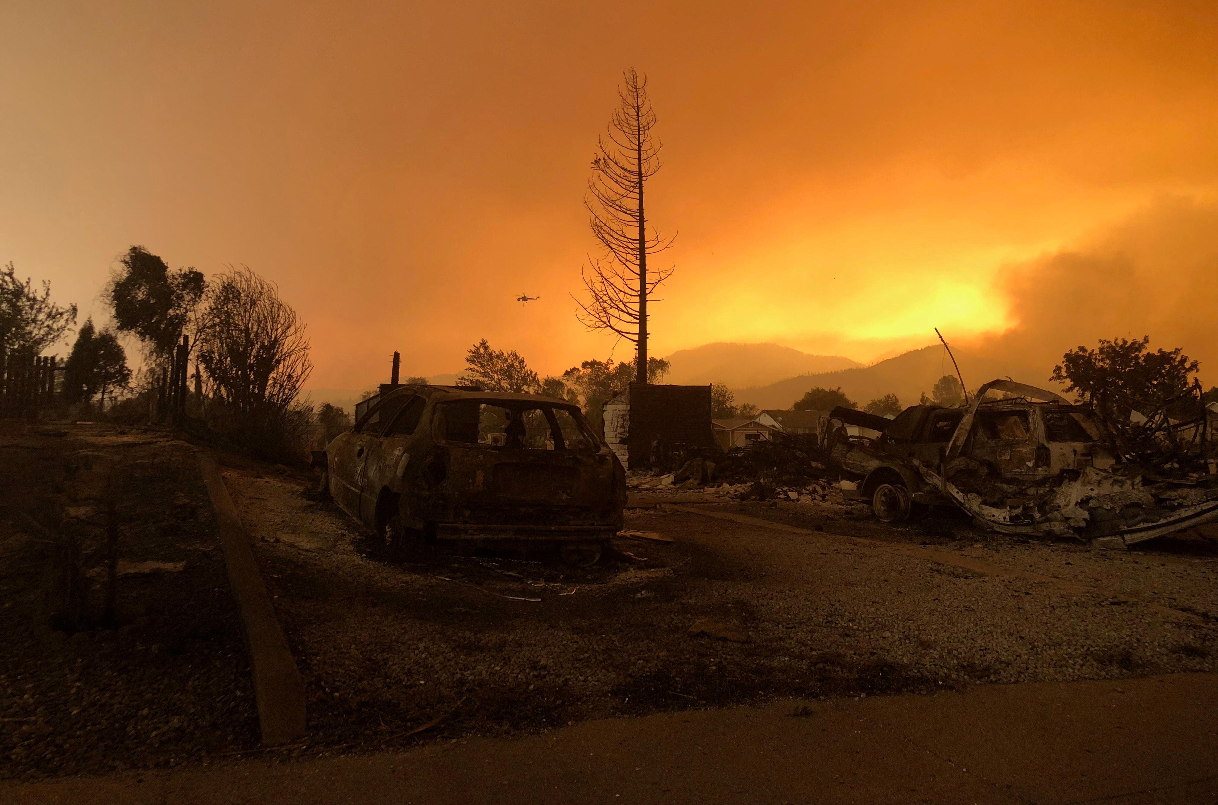 В Калифорнии введен ЧС из-за пожаров. Известно о 5 погибших и 20 пропавших без вести