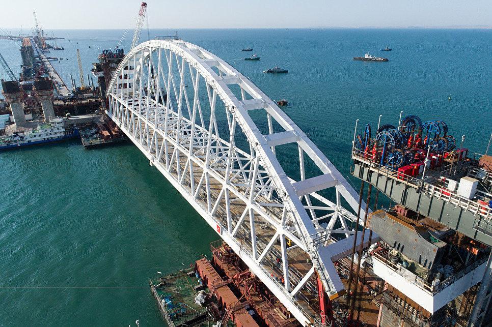 ЕС ввел санкции против компаний Ротенберга за строительство моста в Крым