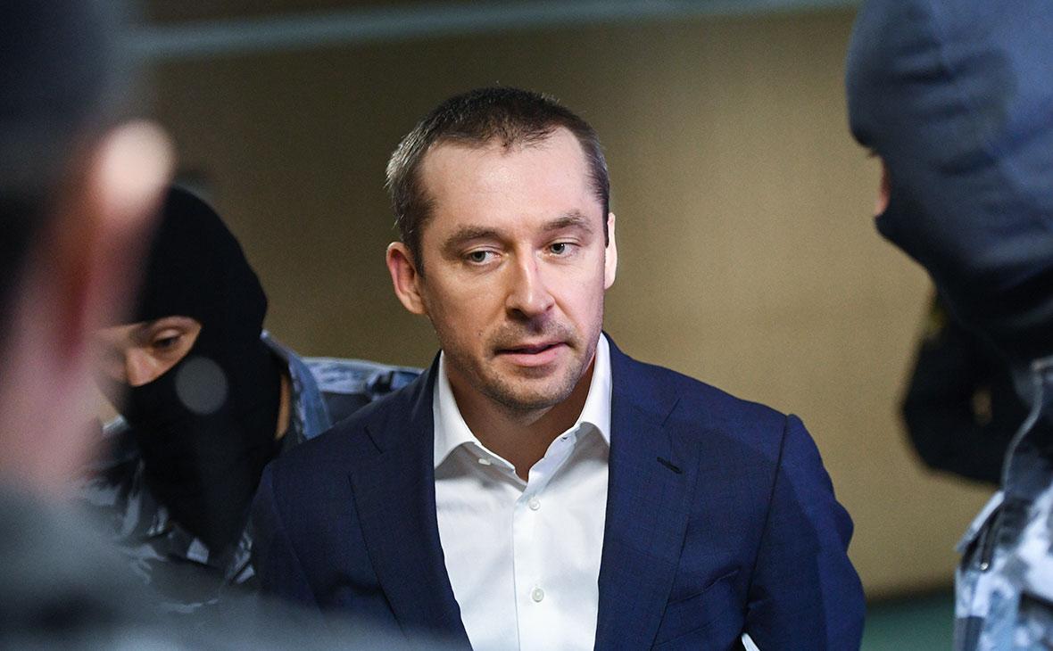 «Хитрый, умный, плотоядный». Бывший начальник полковника Захарченко дал ему характеристику в суде