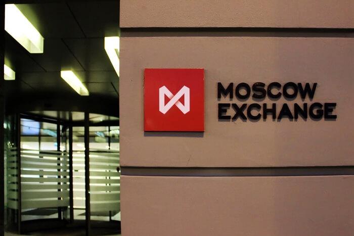 Рубль падает на новостях о возможных новых санкциях против РФ
