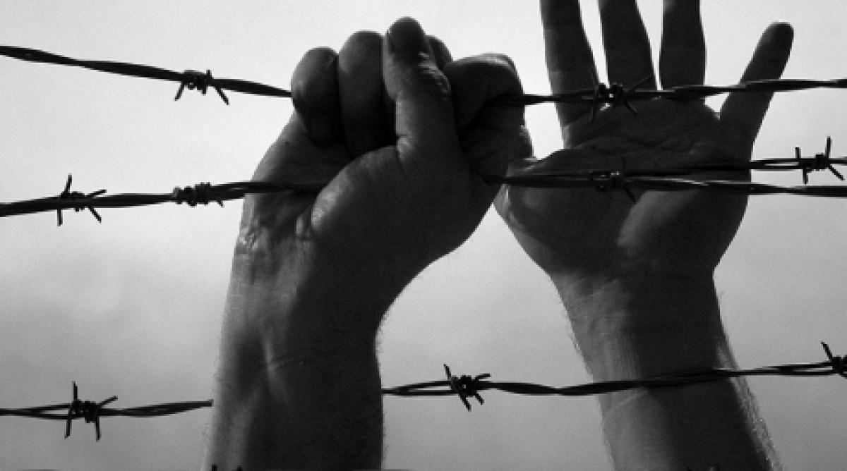 «Обнаженного пропускали через «живой коридор»». «Дождь» опубликовал рассказ бывшего заключенного о пытках в колонии