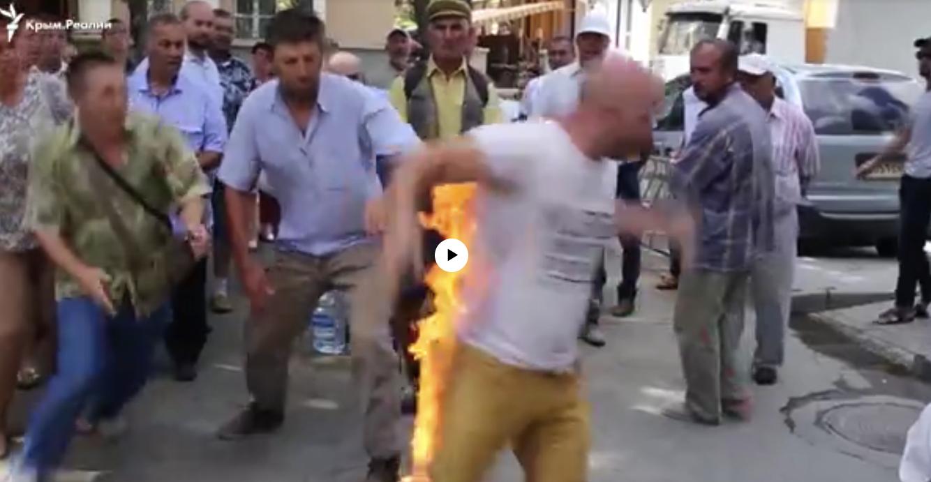 В Крыму мужчина поджег себя в знак протеста против застройки земли, на которой стоит его дом. (ВИДЕО)