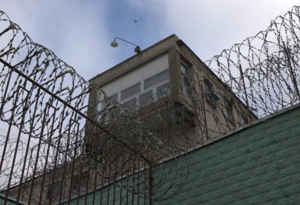 Руководители магаданской колонии получили срок за игнорирование издевательств над заключенным