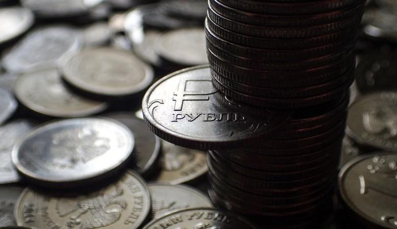 Рубль сильно упал к доллару и евро на фоне информации о новых санкциях США против России