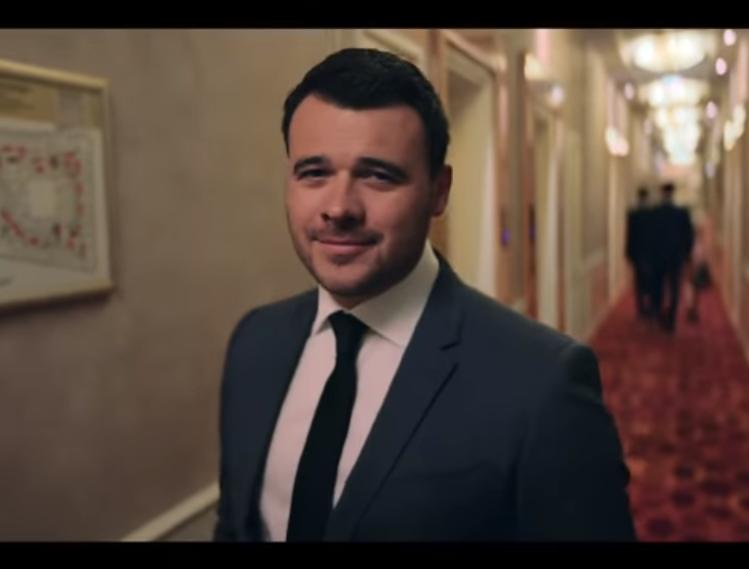 Фейк «Первого канала»: американский спецпрокурор хочет допросить российского певца из-за его клипа