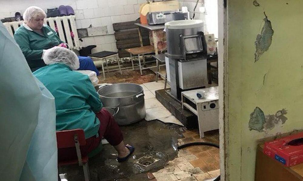 Роспотребнадзор не нашел нарушений в инфекционной больнице, где детям давали еду с червями ФОТО