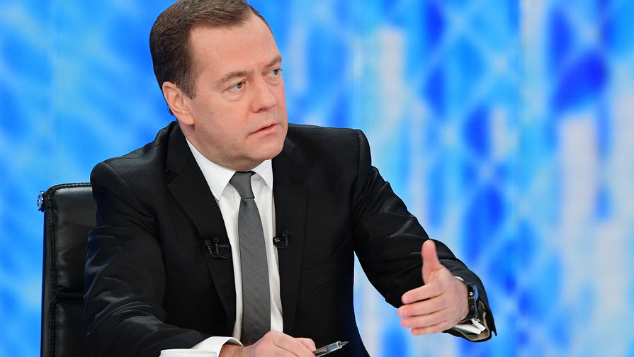 Медведев заявил о росте доходов населения. Но в реальности они давно и постоянно падают