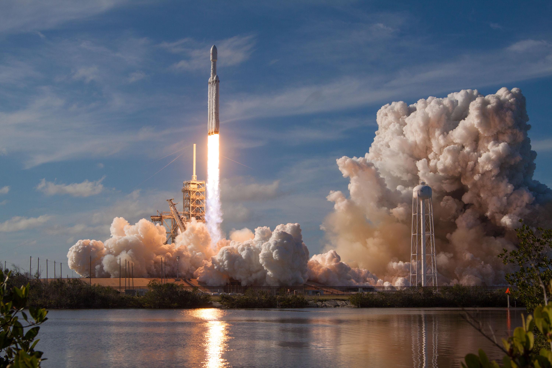 06-Falco-n-Heavy-SpaceX.jpg