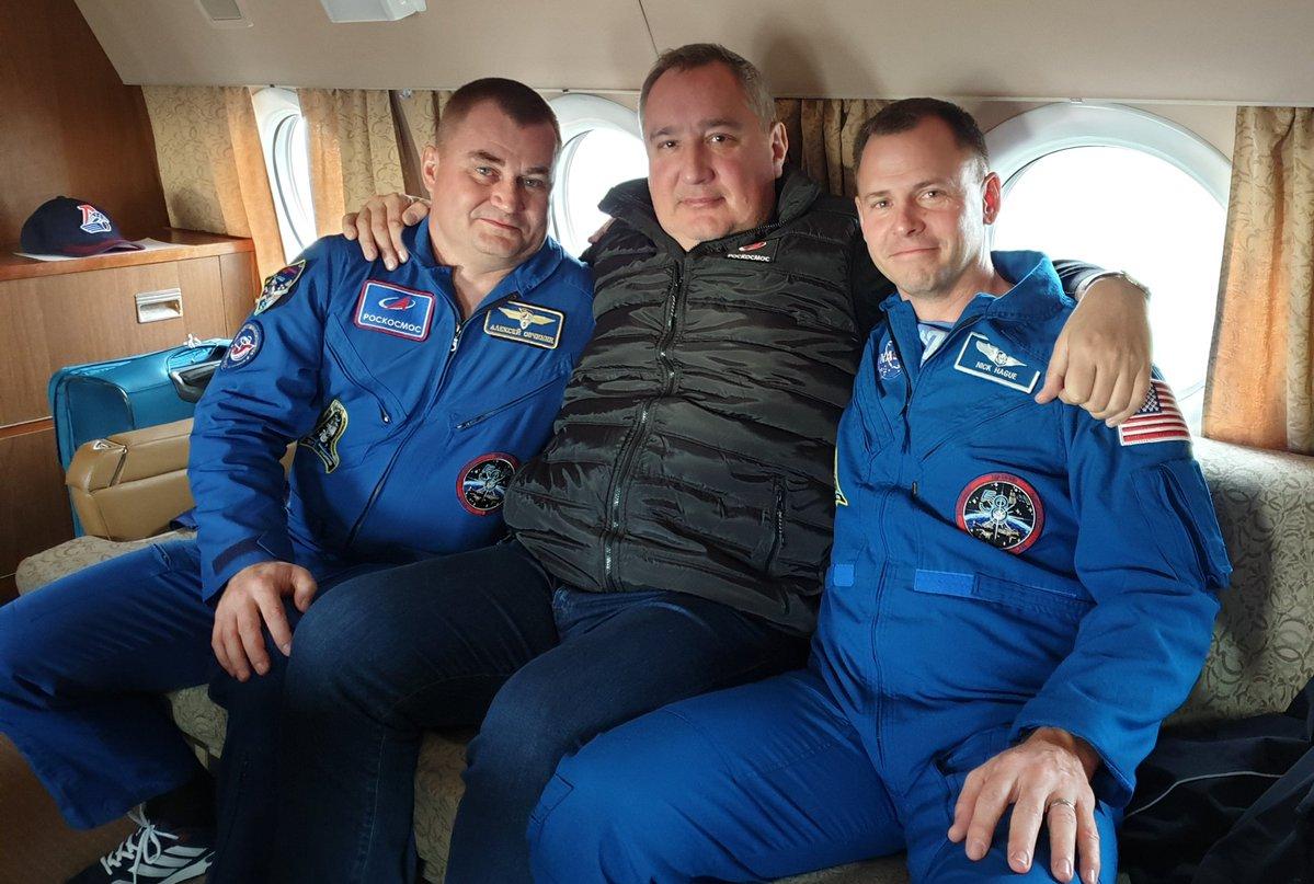 15-Soyuza-MS-10-Roskosmos.jpg