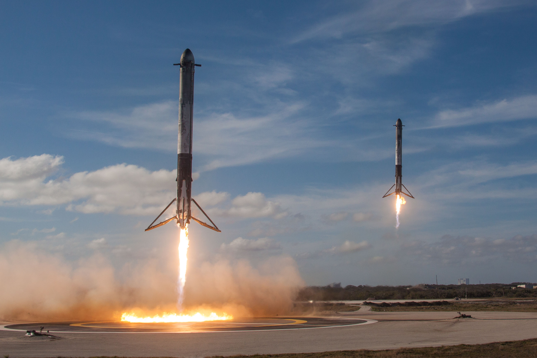 Ris07-Posadka-bokovyh-uskoritelej-SpaceX