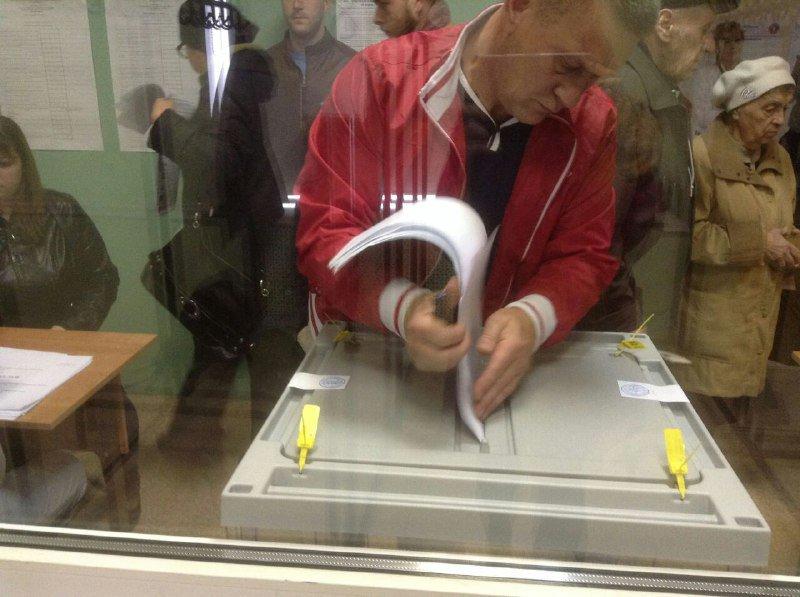 Вброс на избирательном участке