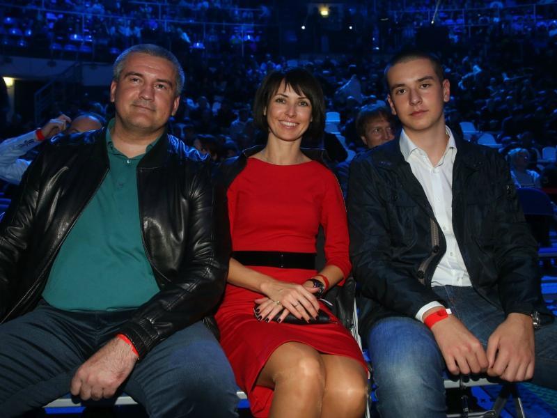 Сергей и Елена Аксеновы с сыном Олегом