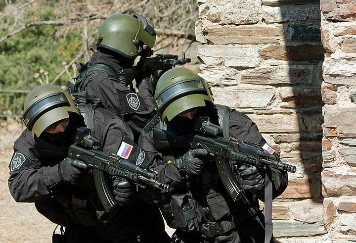 «Коммерсантъ» назвал имена сотрудников ФСБ, арестованных по обвинению в разбое