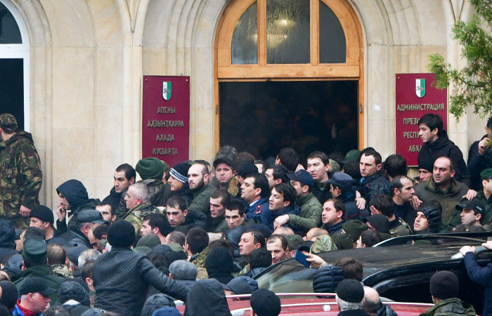 В Абхазии после протестов возбудили уголовное дело о массовых беспорядках