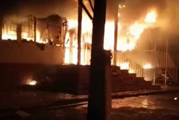 «Это было жестко, горящие дома, машины». Корреспондент Vlast.kz Данияр Молдабеков — о беспорядках в казахстанском селе Масанчи