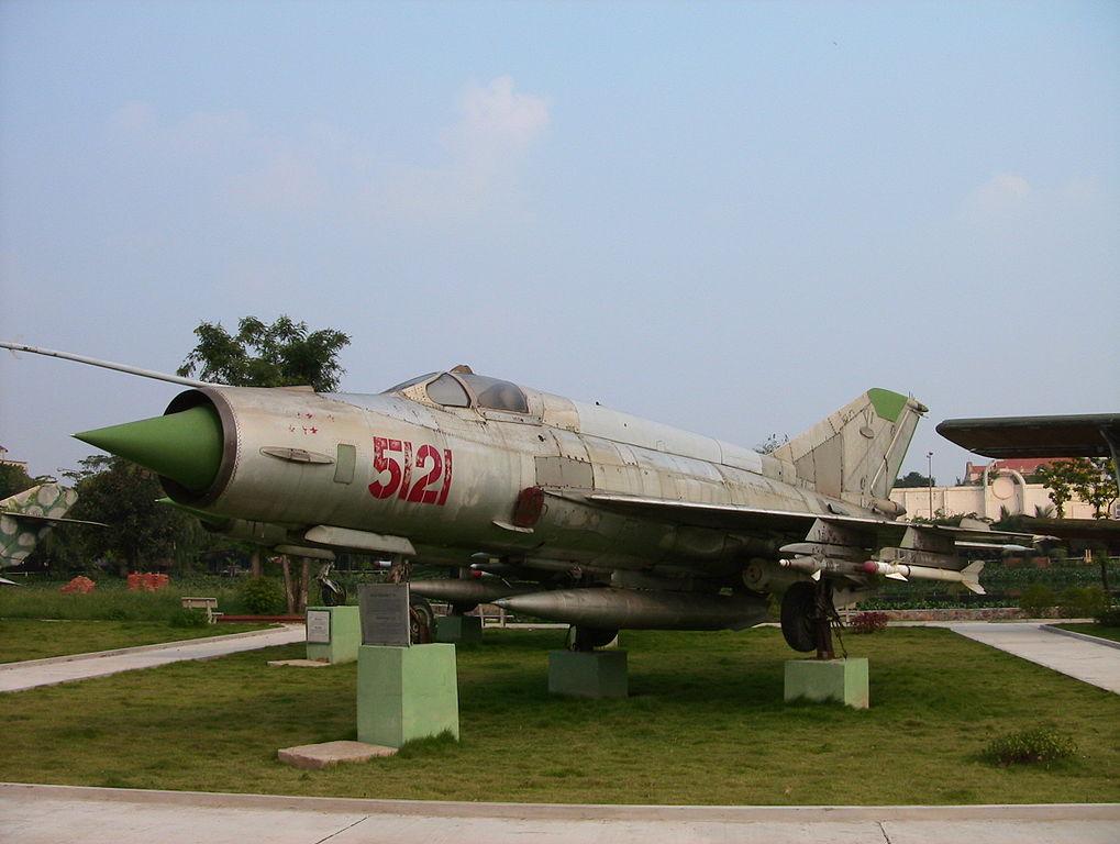 Слив военной авиации. Почему объединение  МиГа  и  Сухого  под эгидой Сердюкова — это катастрофа