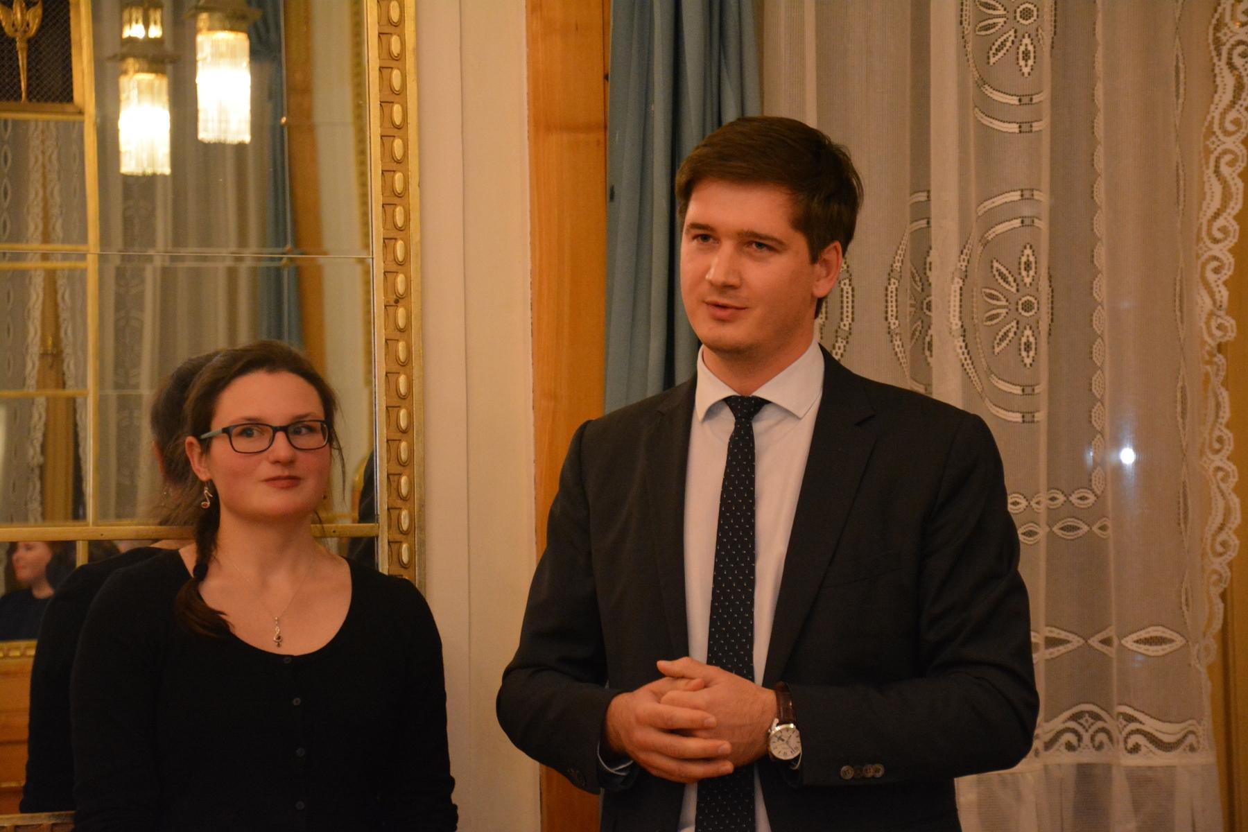 Спецслужбы подозревают и. о. главы Россотрудничества в Чехии в перевозке рицина для покушения на мэра Праги