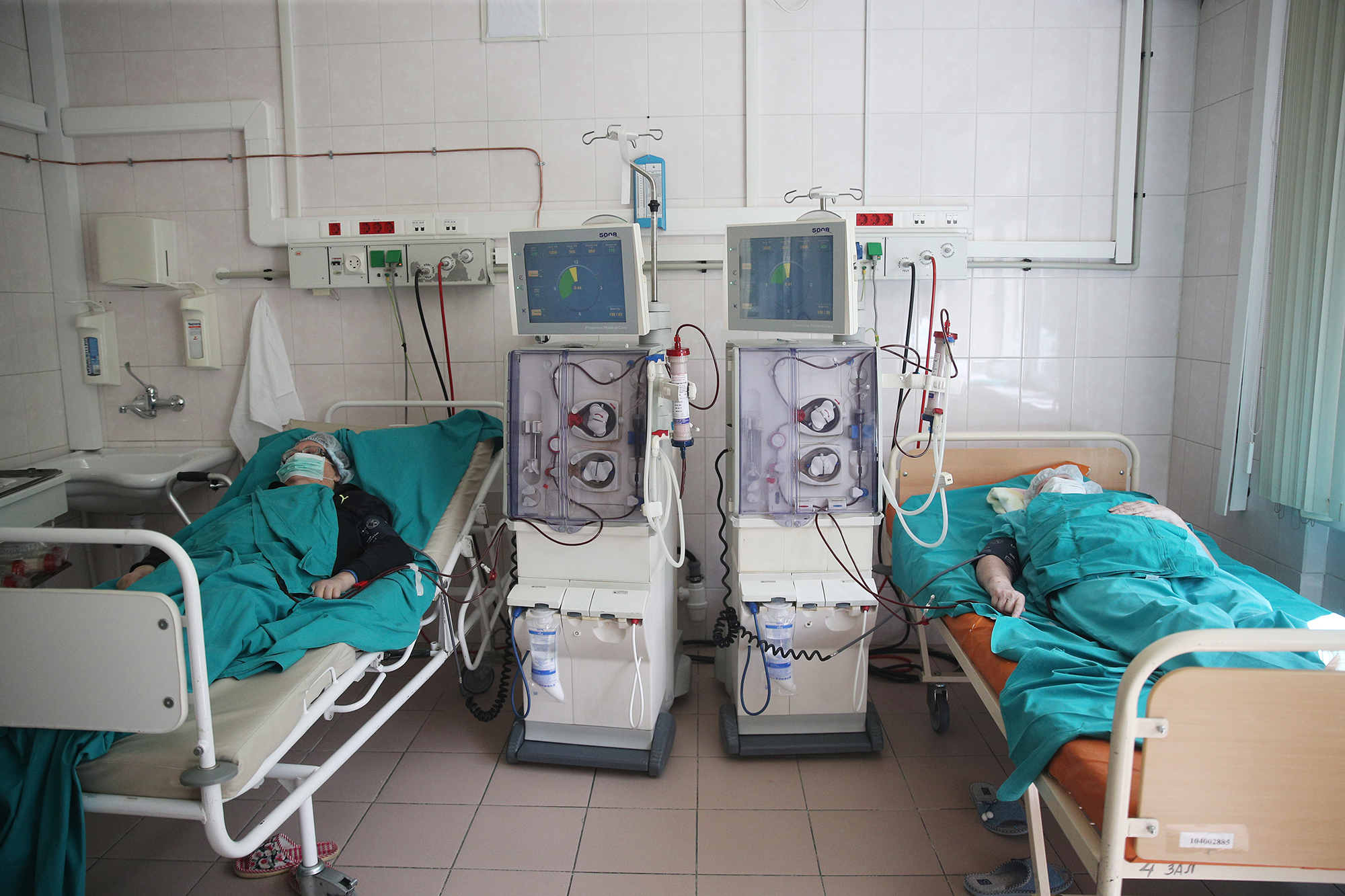«Сначала мы думали— это временно»— репортаж из московской больницы, перепрофилированной под COVID
