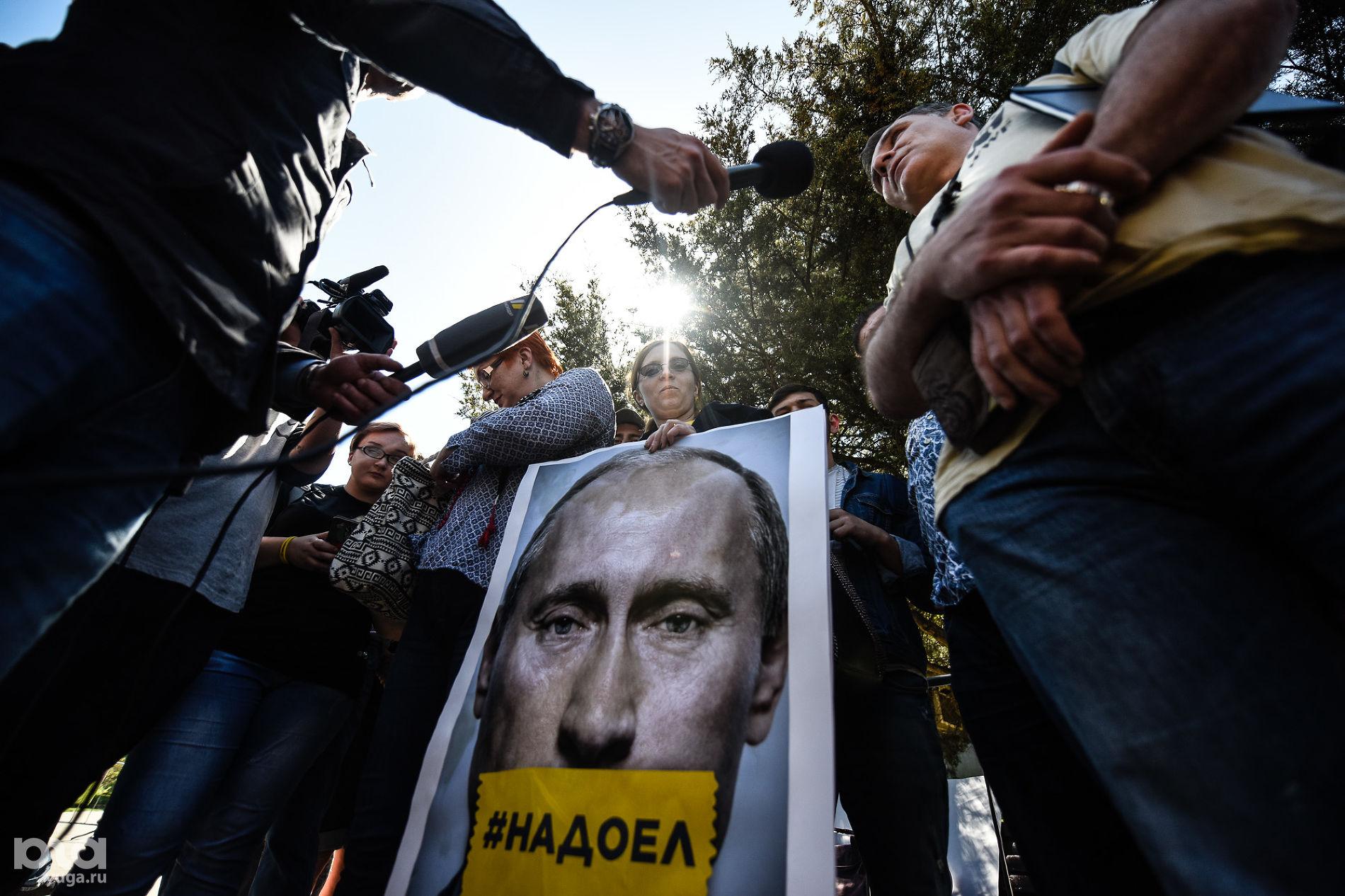 «Путин и его банда должны знать, что они не навсегда». Что россияне отвечают в соцопросах об отношении к власти